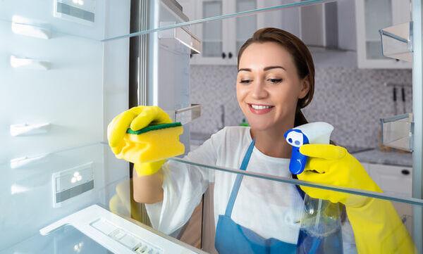 #Μένουμε_Σπίτι: Πώς να καθαρίσετε σωστά το ψυγείο σας (vid)