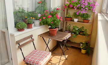 #Μένουμε_ Σπίτι: Έξυπνες ιδέες για να διακοσμήσετε τη μικρή βεράντα του σπιτιού σας (vid)
