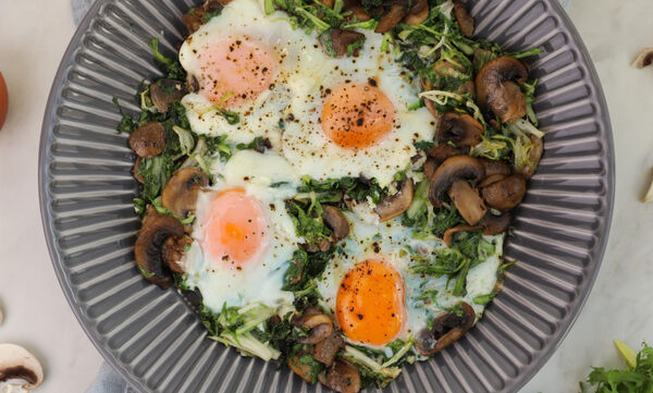 Τηγανητά αυγά με μανιτάρια και μαρούλι - Δοκιμάστε τα!