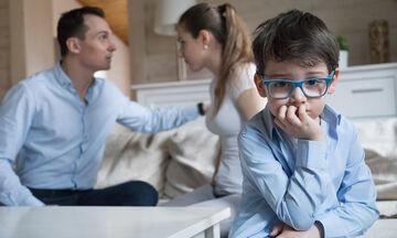 «Μην τσακώνεστε» - Τα προβλήματα στη σχέση δεν θα τα λύσουν τα παιδιά σας
