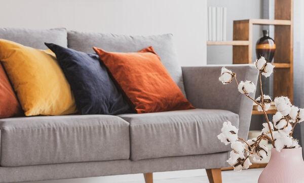 #Μένουμε_Σπίτι: Ανανεώστε τα μαξιλάρια του καναπέ - Εύκολες ιδέες που δε χρειάζονται ράψιμο (vids)