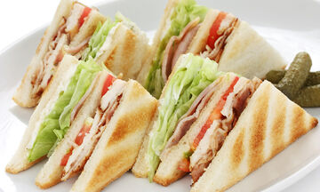 Νοστιμότατα σπιτικά club sandwiches για την Πρωτομαγιά  (vids)