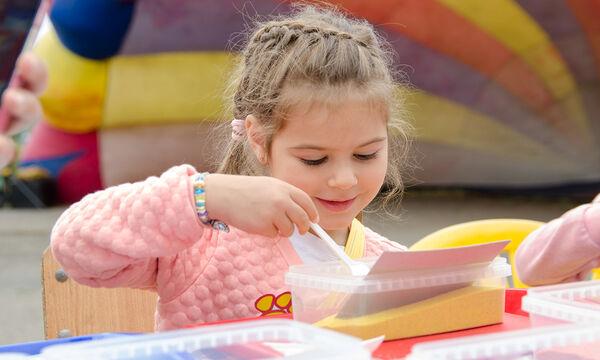 #Μένουμε_σπίτι: Πώς θα φτιάξετε «μαγική» άμμο για τα παιδιά με δύο υλικά (vid)