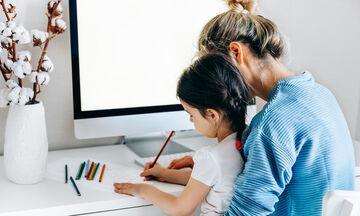 Πώς να εργαστείς από το σπίτι με τα παιδιά τριγύρω