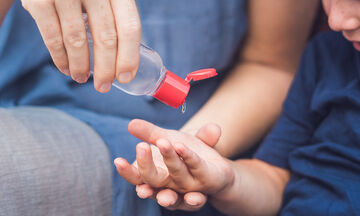 Απολυμαντικά και αντισηπτικά χεριών: Ποια λάθη να μην κάνετε, τι να προσέξετε αν έχετε παιδιά
