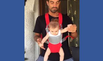 Στέλιος Χανταμπάκης: Έτσι έμαθε στην κόρη του να χορεύει - Το βίντεο από το παρελθόν που λατρέψαμε