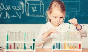 # Μένουμε_σπίτι: Δέκα πειράματα με νερό που θα συναρπάσουν τα παιδιά (vid)