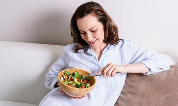 10 συμβουλές για να μην πάρουμε κιλά στην καραντίνα