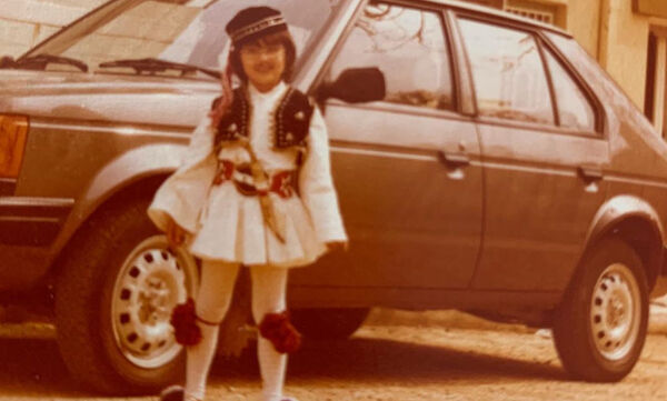 Αναγνωρίζετε το κοριτσάκι της φωτογραφίας; Είναι γνωστή παρουσιάστρια και ηθοποιός (pics)