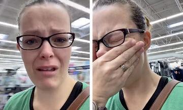 Viral βίντεο δείχνει μια μαμά να κλαίει επειδή δεν μπορεί να βρει πάνες εξαιτίας το κορονοϊού