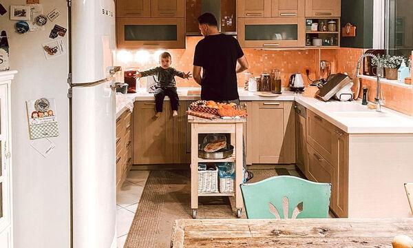 Έλληνας ηθοποιός μαγειρεύει με τον γιο του και ρίχνει το Instagram (pics)