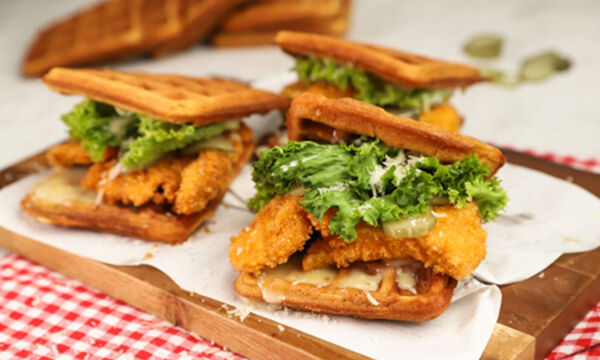 Chicken waffle burger - Δείτε πώς θα το φτιάξετε