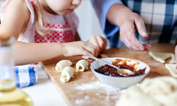 #Mένουμε_Σπίτι: Ιδέες για νόστιμα και υγιεινά πιάτα «καραντίνας» για παιδιά (vids)