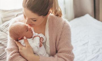 Πώς πρέπει να κρατάμε το νεογέννητο; (vid)