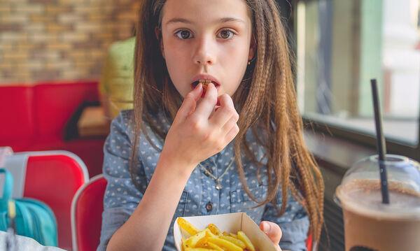 «Μαμά, πεινάω» - Προτάσεις γλυκών συνταγών για παιδιά που πεινάνε όλη την ώρα (vids)