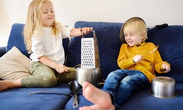 #Μένουμε_σπίτι: Ένα διασκεδαστικό μουσικό παιχνίδι για γονείς και παιδιά (vid)