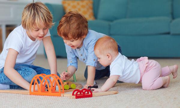 Πρόγραμμα βαρεμάρας: Ιδέες για να απασχολήσετε τα παιδιά ηλικίας 3 έως 5 ετών μέσα στο σπίτι (vids)