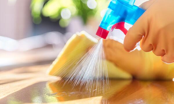DIY - Έτσι θα φτιάξετε σπιτικό καθαριστικό για να απολυμάνετε τις επιφάνειες του σπιτιού σας (vid)