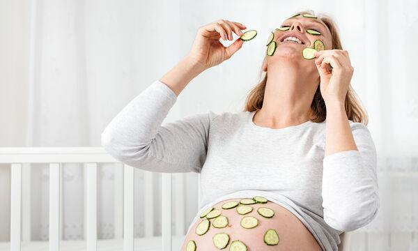 Εγκυμοσύνη και ομορφιά: Εύκολες σπιτικές μάσκες προσώπου για να τονώσετε την επιδερμίδα σας (vids)