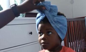 Τρίχρονη λέει στον μπαμπά της πώς να δέσει το μαντίλι στα μαλλιά της και γίνεται viral (vid)