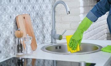 Απαλλαγείτε μια και καλή από τα άλατα στον νεροχύτη με ένα μόνο υλικό (vid)