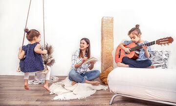 #Mένουμε_σπίτι: Αυτοσχέδια παιχνίδια που θα κερδίσουν το ενδιαφέρον των παιδιών (vid)