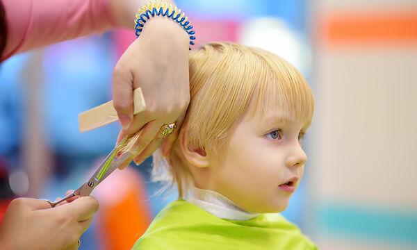 #Μένουμε_σπίτι: Πρακτικές συμβουλές για να κουρέψετε το παιδί στο σπίτι (vids)