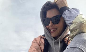 Σίσσυ Φειδά: Βγήκε βόλτα με την κόρη της και δεν φαντάζεστε πώς τη φωτογράφισε (pics)