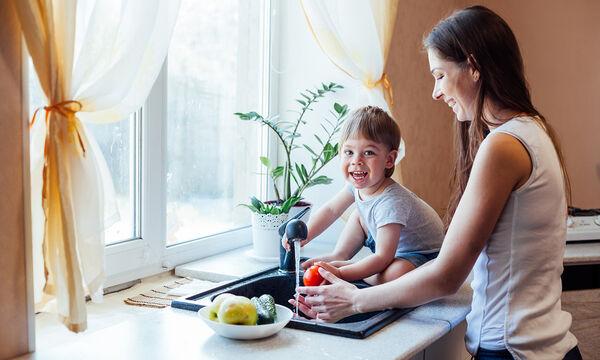 Κορονοϊός: Πώς θα πλύνετε τα φρούτα και τα λαχανικά σας (vid)