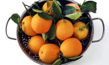 Κορονοϊός: Πώς πρέπει να πλένονται φρούτα & λαχανικά ανάλογα με το είδος τους (εικόνες)