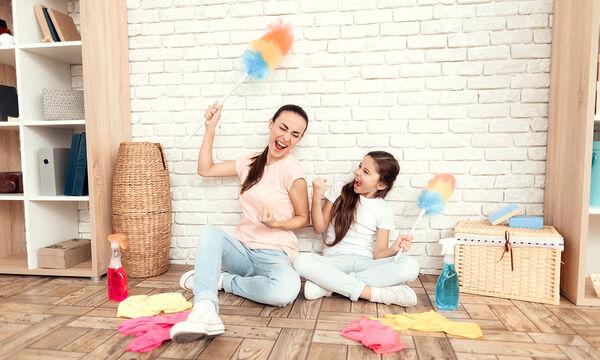 Πώς θα καθαρίσετε τους τοίχους & τις ταπετσαρίες σας (vid)