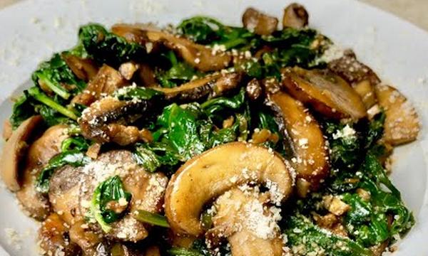 Νηστίσιμη συνταγή: Πεντανόστιμα μανιτάρια με σπανάκι  (vid)