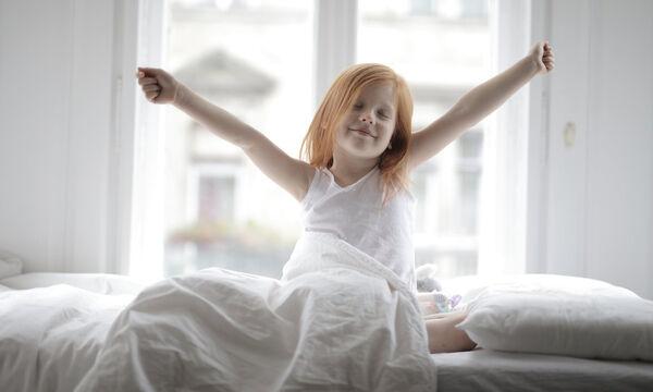 Ξύπνησαν τα παιδιά σας: Ώρα για γυμναστική - Εύκολες ασκήσεις για παιδιά που μένουν σπίτι (vid)
