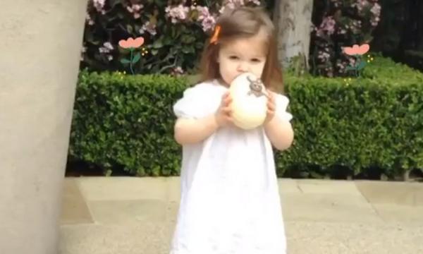 Διάσημη μαμά με αφορμή το Πάσχα δημοσίευσε μια throwback φωτογραφία της κόρης της (pics)