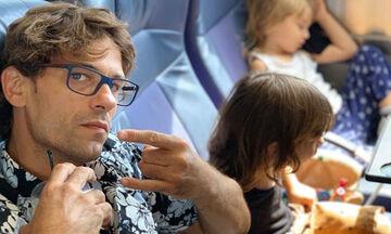 #Μένουμε_Σπίτι: Δε φαντάζεστε τι παιχνίδι παίζει ο Αποστόλης Τότσικας με τα παιδιά του (vid & pics)