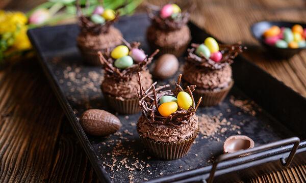 Πασχαλινές σοκολατένιες φωλίτσες: Μια συνταγή για να φτιάξετε με τα παιδιά σας (vid)