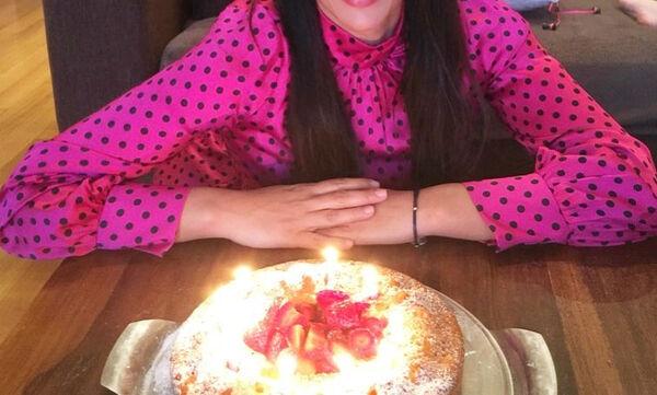 Η κόρη της είχε γενέθλια & έφτιαξε νηστίσιμη σπιτική τούρτα - Ποια είναι η διάσημη Ελληνίδα μαμά;