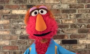 Ο μπαμπάς του Elmo λέει σε όλες τις μαμάδες ότι κάνουν καταπληκτική δουλειά εν μέσω καραντίνας
