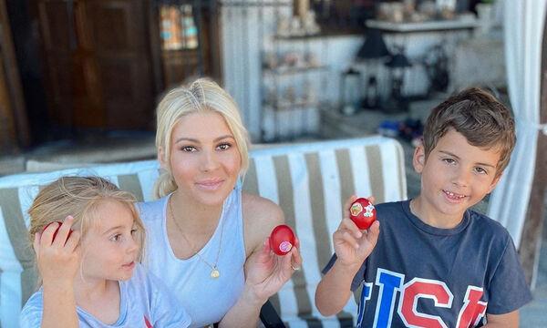 'Ολγα Πηλιάκη: Το μικρό ατύχημα με τον γιο της και τα ράμματα στο χέρι (pics)