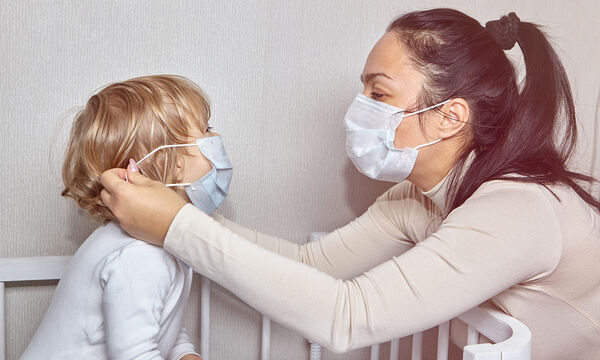 Μάσκες και γάντια: Τι προκαλεί η παρατεταμένη χρήση τους;