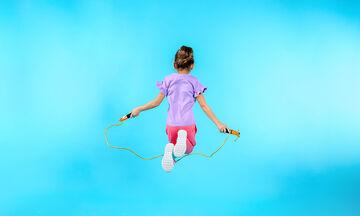 Γυμναστική για παιδιά στο σπίτι: Κάνουμε σχοινάκι; Οφέλη και ασκήσεις