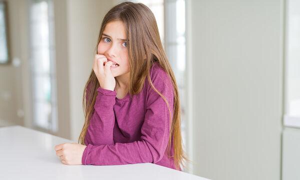 Το παιδί σας τρώει τα νύχια του; Πέντε τρόποι να σταματήσει αυτή την κακή συνήθεια (pics)