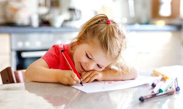 Πασχαλινό πρόγραμμα βαρεμάρας: Ιδέες για να απασχολήσετε τα παιδιά στο σπίτι την Πέμπτη του Πάσχα