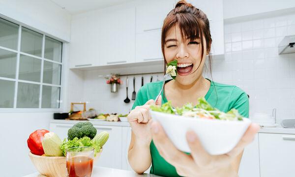#Μένουμε_ σπίτι: Τρεις detox σαλάτες ιδανικές για απώλεια βάρους (vid)
