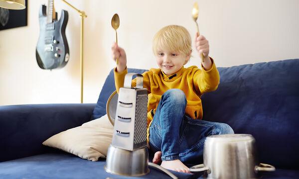 DIY - Τέσσερα μουσικά όργανα για παιδιά που μπορείτε να φτιάξετε στο σπίτι (vid)