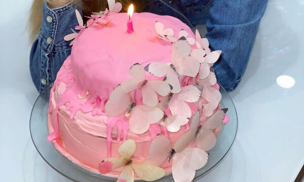 Ελληνίδα μαμά είχε γενέθλια και έφτιαξε πρώτη φορά μόνη της την τούρτα (pics)