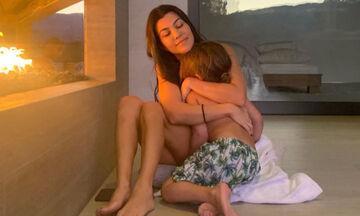 Απίστευτο! Δείτε πόσο έχουν μακρύνει τα μαλλιά του γιου της Kourtney Kardashian (pics+vid)