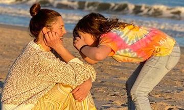 Η Drew Barrymore μιλά για την μητρότητα εν μέσω πανδημίας: «Κλαίω κάθε μέρα»