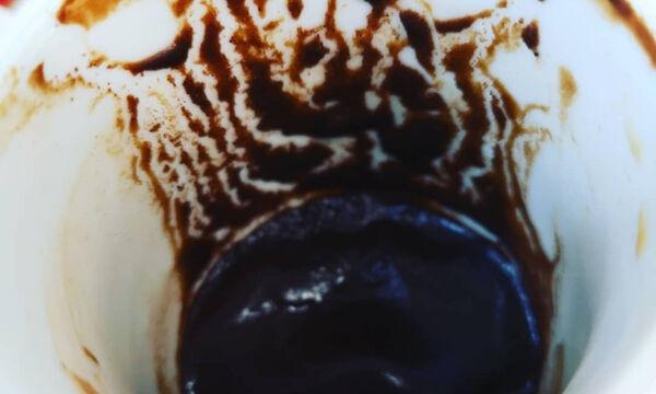 Πετάτε το κατακάθι από τον καφέ μόλις τελειώσετε; Δεν πρέπει και αυτοί είναι οι λόγοι (photos)