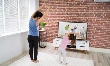 Γυμναστική για παιδιά στο σπίτι: Ξύπνησαν τα νηπιάκια σας; Γυμναστείτε μαζί τους (vid)